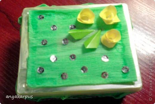 Вот такую шкатулочку помогла сделать дочке для Ярморки поделок. Подобную нам подарили (так что идея не моя). Дочка от нее в восторге. Хранит в ней денежку. Вот и мы решили сотворить подобную. фото 11