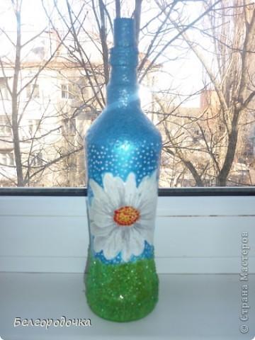 Бутылка,яичная скорлупа,акриловые краски,салфетка ,шпагат,аква-лак.Бутылочка была сделана в подарок. фото 9