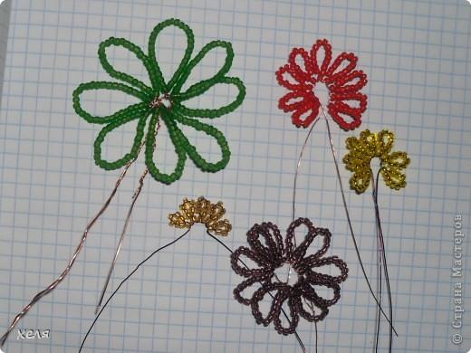 Для изготовления бархатцев, потребуется бисер пяти цветов: желтый, оражевый, тамно-оранжевый, коричневый или бордовый и зеленый.Проволока 0,3-0,4мм. Плетение петельное. фото 5