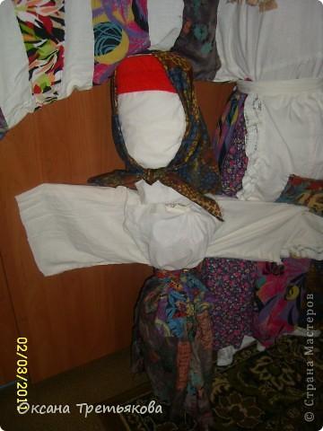 Вот такую Масленницу я сделала дочери в школу. Надо было сделать куклу от класса. Ну вот такая она уродилась. Рост ее примерно 154 см. Первый раз делала такую большую куклу. Но по моему получилось.  фото 8