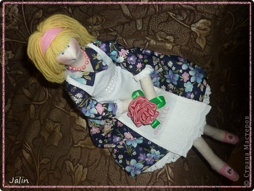 Сегодня готова показать вам свою очередную крупную работу. Шила на заказ тильду-домохозяйку. Материалы и внешний вид - по пожеланию заказчика. Хозяюшку зовут Любаша, как ее счастливую обладательницу ) фото 14