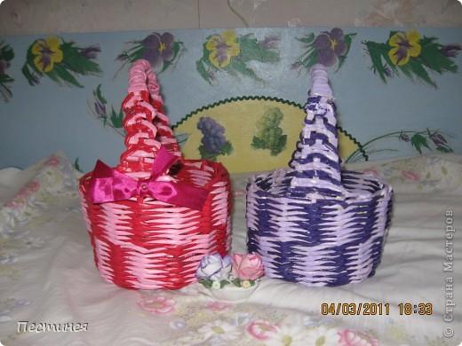 корзиночки почти близняшки только  расцветка разная. плетение обычное двумя трубочками разного цвета фото 1