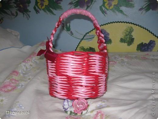 корзиночки почти близняшки только  расцветка разная. плетение обычное двумя трубочками разного цвета фото 3