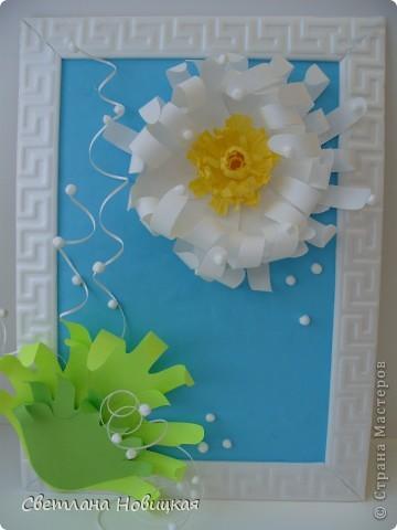 Вот такие объемные цветы придумала и смастерила из детских ладошек. Делаются очень быстро, а эффект потрясающий при минимальной затрате материалов. Правда, с детьми так и не успели попробовать, хотели к 8 марта сделать в подарок мамам.   фото 9