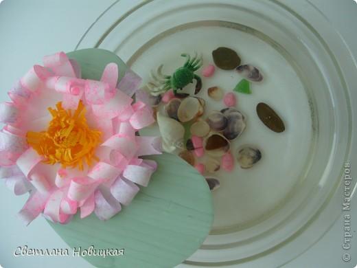 Вот такие объемные цветы придумала и смастерила из детских ладошек. Делаются очень быстро, а эффект потрясающий при минимальной затрате материалов. Правда, с детьми так и не успели попробовать, хотели к 8 марта сделать в подарок мамам.   фото 12