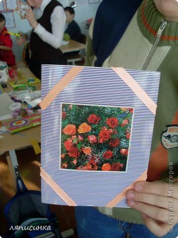 Делаем открытки для мам. Ребята выбирают фон для открытки. фото 18