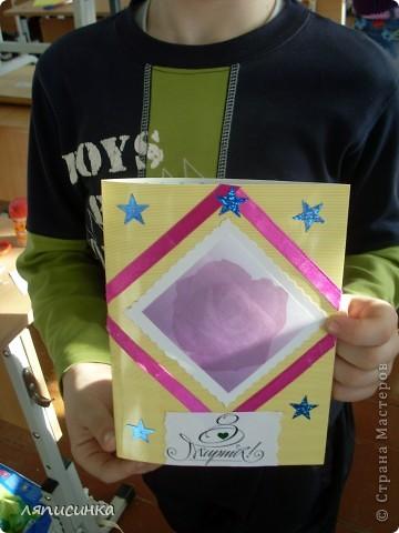 Делаем открытки для мам. Ребята выбирают фон для открытки. фото 21