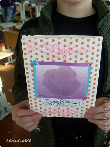 Делаем открытки для мам. Ребята выбирают фон для открытки. фото 23