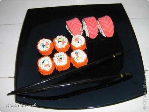 Эти суши из соленого теста были сделаны как предмет декора для комнаты в японском(китайском) стиле моему любимому человеку на день рождения)