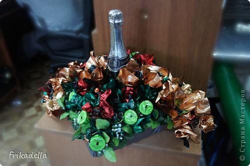 Сегодня поступил срочный заказ на изготовление букетов из конфет. На все про все было задано всего 3 часа, поэтому привлекла в свои помощники любимую подружку Заболоцкую Сардану. И вот что у нас получилось:) фото 4