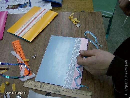 Делали открытки в 6 классе.Там учится мой старший сын.Он как раз попал в кадр. Я проводила МК. фото 5