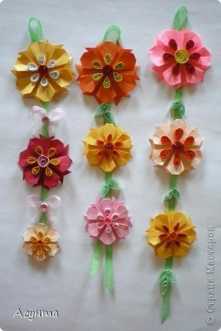 С приходом весны захотелось как-то украсить свой дом, тем более, что до распускания настоящих цветов ещё далековато, хоть я и живу в солнечном Крыму . Поэтому появились вот такие цветочные гирлянды. МК по созданию модульных цветов http://stranamasterov.ru/node/157161?tid=451  Большое спасибо автору! Меня эти простенькие и  милые цветы вдохновили на многочисленные идеи. фото 1