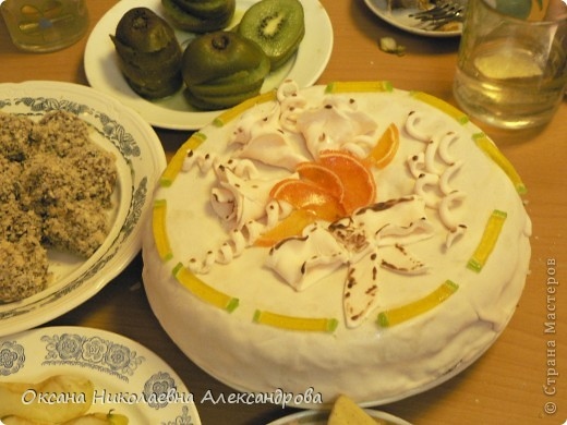 Торт праздничный-первый раз делала мастику. фото 1