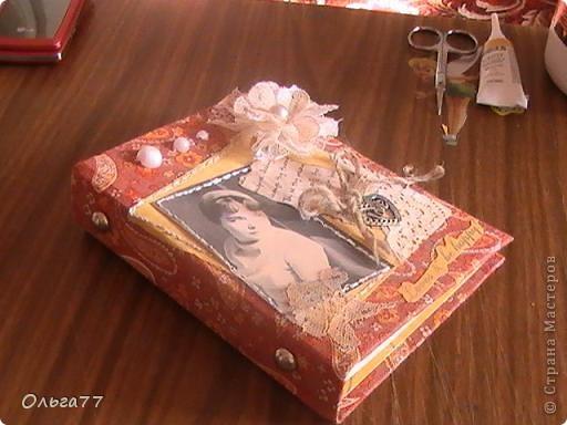На кануне праздника решила маме сделать именной подарок,блокнот. При том,что она любитель блокнотов. Теперь её коллекция пополнилась эксклюзивом. фото 2