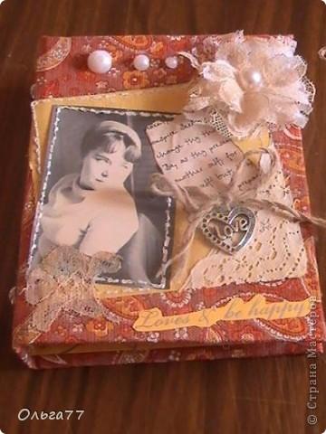 На кануне праздника решила маме сделать именной подарок,блокнот. При том,что она любитель блокнотов. Теперь её коллекция пополнилась эксклюзивом. фото 3