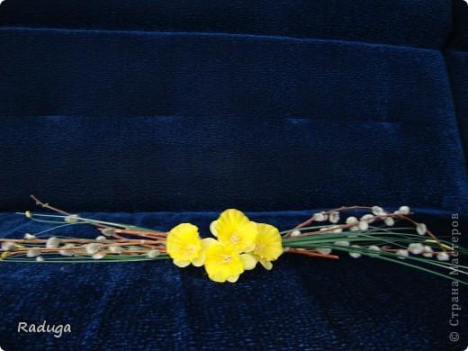 Веточки вербы+искуственные цветы. фото 1