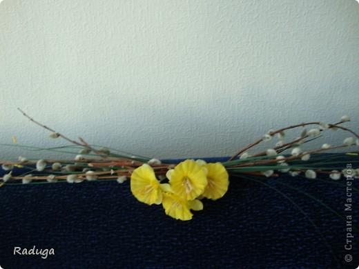 Веточки вербы+искуственные цветы. фото 2