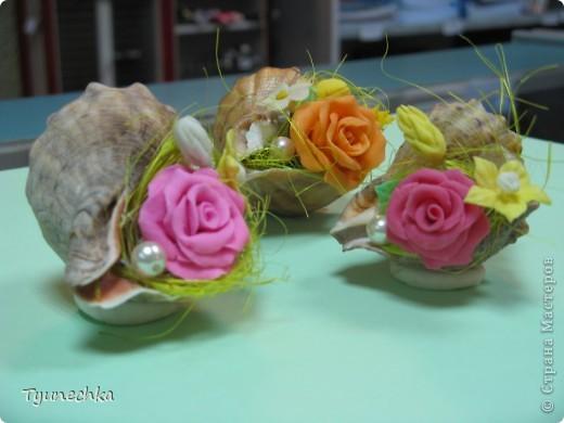Такие миниатюрки делала в подарок для своих девочек на работе.  Идея родилась ооочень спонтанно, во время уборки в доме (просто попалась на глаза безхозная раковина и оставшиеся от розовых деревьев цветы), и была воплощена в течение 15 мин. :) фото 4