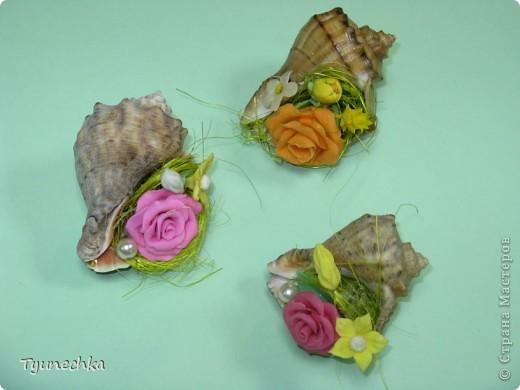 Такие миниатюрки делала в подарок для своих девочек на работе.  Идея родилась ооочень спонтанно, во время уборки в доме (просто попалась на глаза безхозная раковина и оставшиеся от розовых деревьев цветы), и была воплощена в течение 15 мин. :) фото 5