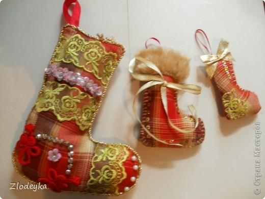 На Новый год решила добавить рукотворные украшения на ёлочку,получилась семья сапожков фото 1