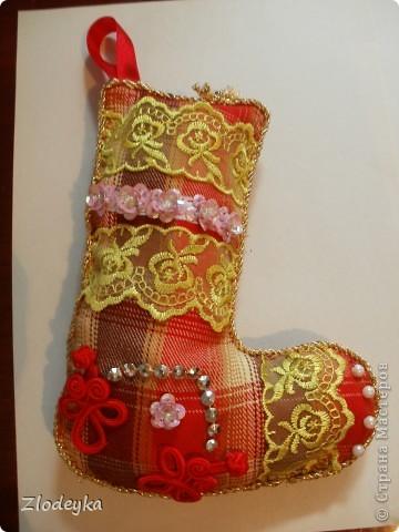 На Новый год решила добавить рукотворные украшения на ёлочку,получилась семья сапожков фото 2