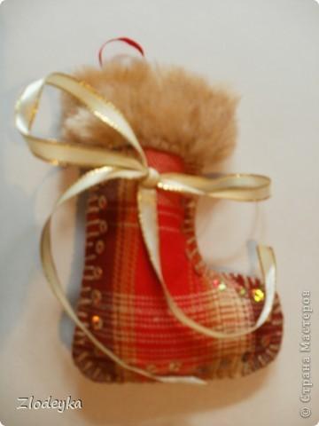 На Новый год решила добавить рукотворные украшения на ёлочку,получилась семья сапожков фото 5