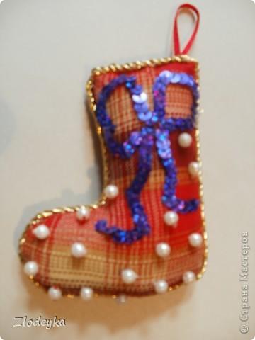 На Новый год решила добавить рукотворные украшения на ёлочку,получилась семья сапожков фото 4