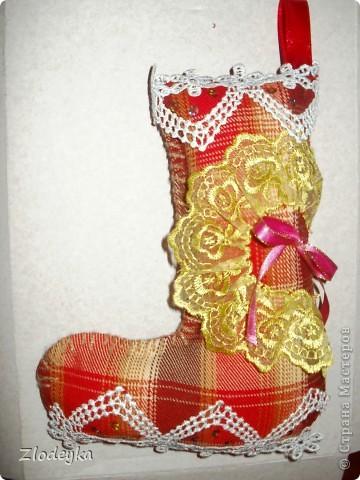 На Новый год решила добавить рукотворные украшения на ёлочку,получилась семья сапожков фото 3