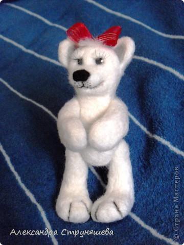 Медвежонок свалян из шерсти, лапы двигаются. фото 2