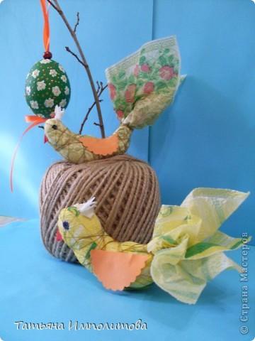 Птички из салфеток,яйцо выдуто и расписано акриловыми красками фото 1