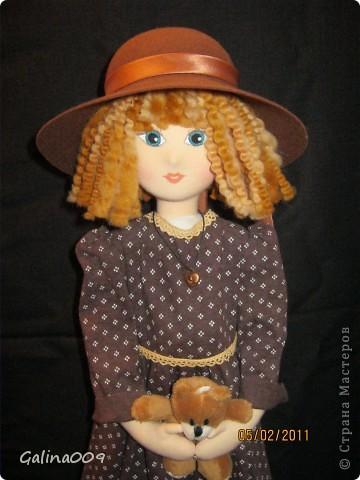 Кукла текстильная, правда еще недошита. Шьются пальто и башмачки. фото 2
