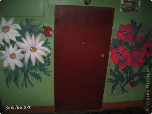 Вот такие цветочки я нарисовала в своем подъезде ,краску использовала обычную масляную для окон для цвета брала разные колера .Соседи были в полном восторге)) фото 4
