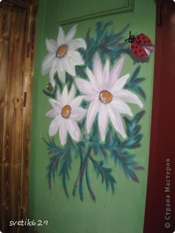 Вот такие цветочки я нарисовала в своем подъезде ,краску использовала обычную масляную для окон для цвета брала разные колера .Соседи были в полном восторге)) фото 1