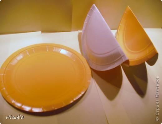 """Вот такую курочку можно сделать из одноразовых тарелок. Идею увидела в книге Н.В. Дубровской """"Чудесные тарелочки""""  (петушка выложу позже) Для маленьких детишек можно делать курочку из половинки тарелочки. фото 2"""