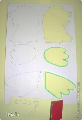"""Вот такую курочку можно сделать из одноразовых тарелок. Идею увидела в книге Н.В. Дубровской """"Чудесные тарелочки""""  (петушка выложу позже) Для маленьких детишек можно делать курочку из половинки тарелочки. фото 4"""