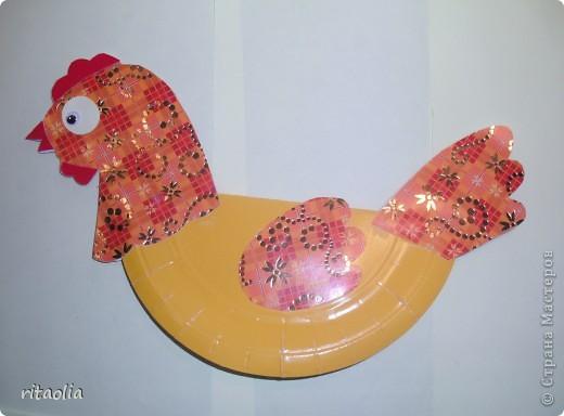 """Вот такую курочку можно сделать из одноразовых тарелок. Идею увидела в книге Н.В. Дубровской """"Чудесные тарелочки""""  (петушка выложу позже) Для маленьких детишек можно делать курочку из половинки тарелочки. фото 7"""
