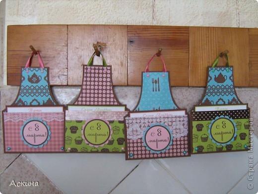 Хоть 8 марта и женский праздник,а у плиты стоять придется! Вот я и приготовила шуточные открытки-фартуки для своих родных. Идею такой открытки подсмотрела здесь http://rus-scrap.ru/ideas/idei-yumor-ot-eshli.html. А фоны скачала тут http://rus-scrap.ru/download/pappers-time-for-tea.html.  фото 10