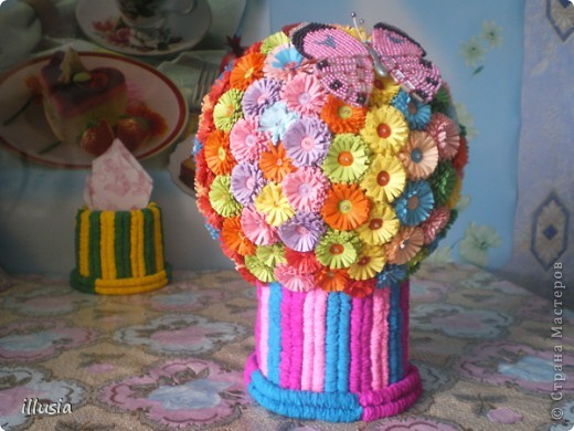 Сделали с дочкой бабушке к празднику!))) Первый раз делали,шар большой сделали ,цветов понадобилось 170 штук))) Но ни чего справились))) фото 1