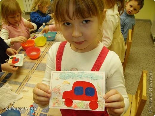 Каждому папе по машине - решили мы с малышами и старательно делали открытки к 23 февраля. Это Маша и ее машина. фото 1