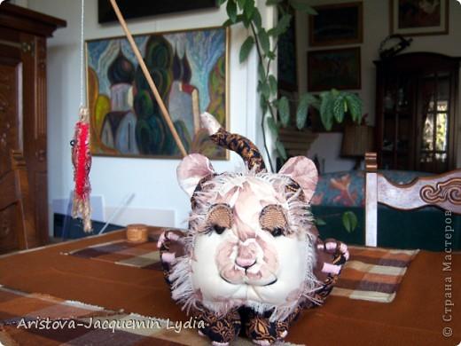 Вдохновившись работой Вдохновленной , чье МК http://stranamasterov.ru/node/40550?c=favorite  пришлось, как нельзя кстати - одной из внучек 13 марта исполняется 13 лет ,а значит она тигр и рыба, решила ей сделать игрушки к дню рождения из ивановских ситцев. Большое спасибо Вдохновленной и желаю ей еще большего вдохновения. фото 4
