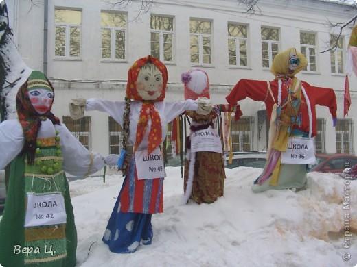 Куклы изготовлены учениками разных школ. Их все могли увидеть. фото 1