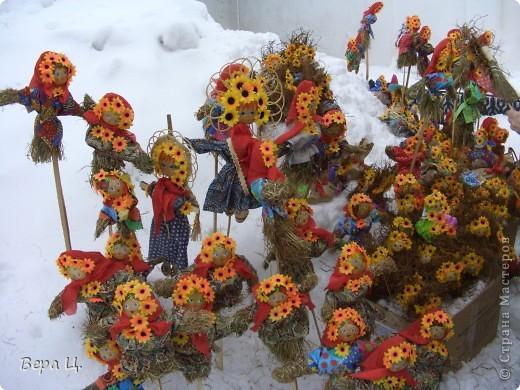 Куклы изготовлены учениками разных школ. Их все могли увидеть. фото 5