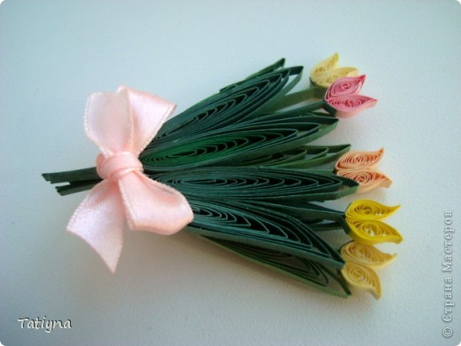 Вот такие магнитики  я сделала своим близким людям в подарок на 8 марта. Этот магнитик для тети (маминой сестры) она очень любит осенние цветы!!! Хотела сделать хризантемы, но мне кажется что получилось что-то средние межде хризантемами и астрами.... тете подарила два дня назад когда в гости приходила, ей очень понравился... чему я рада фото 5