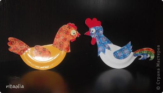 """Вот такую курочку можно сделать из одноразовых тарелок. Идею увидела в книге Н.В. Дубровской """"Чудесные тарелочки""""  (петушка выложу позже) Для маленьких детишек можно делать курочку из половинки тарелочки. фото 11"""