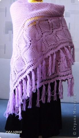 Любимой мамочке связала в подарок на 8 марта такую шаль. Нитки она выбирала сама, ей нравится такой цвет. фото 2