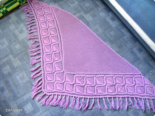Любимой мамочке связала в подарок на 8 марта такую шаль. Нитки она выбирала сама, ей нравится такой цвет. фото 3