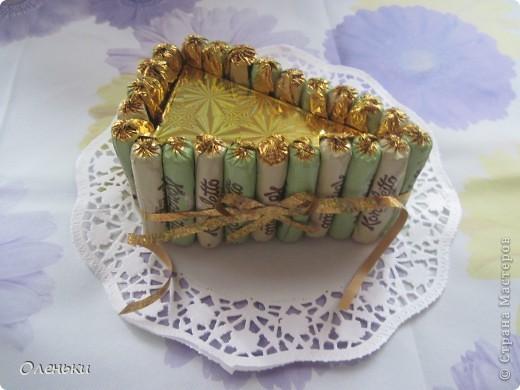 Сегодня мамочку угощала конфетным тортиком. А Вам чай, кофе? Бегу за чашками... фото 2