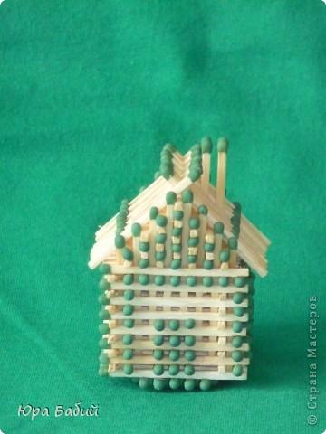 Чуть ниже указано, как делать такой домик, шириной у 8 спичек, но у меня сделано с шириной у 7 спичек, так как 8 спичек не влезают. фото 2