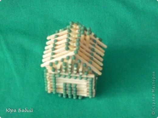Чуть ниже указано, как делать такой домик, шириной у 8 спичек, но у меня сделано с шириной у 7 спичек, так как 8 спичек не влезают. фото 4