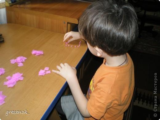 """Вот такие гиацинты получат наши бабушки в подарок на 8 марта. Вдохновили на их создание идеи мастериц нашего сайта - очень уж понравились """"апельсиновые деревья"""". Но так как сынок еще маленький для торцевания, то гиацинты сделаны из комочков гофрированной бумаги. фото 2"""